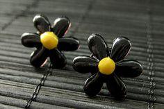New to StumblingOnSainthood on Etsy: Flower Earrings. Black Flower Earrings. Daisy Flower Earrings. Silver Post Earrings. Stud Earrings. Flower Jewelry. Handmade Jewelry. (8.00 USD)