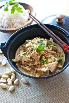 Curry de pollo con cacahuetes, receta tailandesa con Thermomix « Thermomix en el mundo Thai Recipes, Indian Food Recipes, Asian Recipes, Chicken Recipes, Healthy Recipes, Healthy Food, Comida India, Good Food, Yummy Food