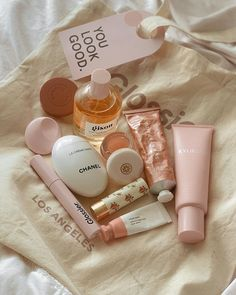 Photo shared by Jasmine on January 2020 tagging and Beauty Care, Beauty Skin, Beauty Makeup, Chanel Beauty, Makeup Goals, Makeup Inspo, Tips For Oily Skin, Best Face Products, Skin Products