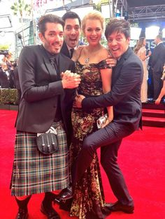 Hanging out on the red carpet at the #2014Emmys with @mrdrewscott @mrjdscott and @angelinertroy :)