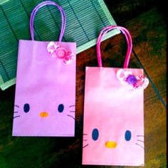HK favor/goodie bags! Easy to make, and very inexpensive @Kimberly Hartke would be great for the girls birthday party!