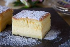 Maybe you've already heard of this popular Custard Cake, but it was new to me. The 'magic' of the cake is that you make only one custard-like batter, which then separates into three layers while it. Dessert Ww, Magic Custard Cake, Cake Recipes, Dessert Recipes, Thermomix Desserts, Think Food, Square Cakes, Cake Tins, Vanilla Cake