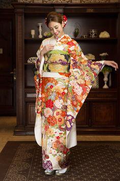 丸昌横浜店のレンタル振袖衣装をご紹介します。横浜・横須賀の成人式振袖レンタルは晴れ着の丸昌 横浜店。振袖レンタルから前撮り写真、成人式当日のお支度までセットになった便利なプランを明瞭価格でご用意しています。