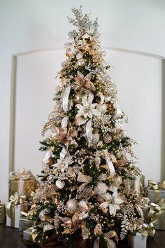 Elegant Christmas Trees, Flocked Christmas Trees, Christmas Tree Inspiration, Black Christmas, Christmas Store, Christmas Tree Themes, Xmas Tree, Christmas Gifts, Flowers On Christmas Tree
