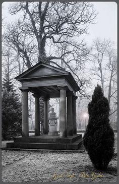 Dorisches Tempelchen im Karlsruher Schlossgarten mit der Bueste des Grosherzogs Carl Friedrich von Baden.