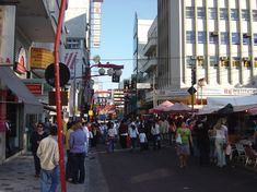 Considerado a Ásia dentro do Brasil, o Bairro da Liberdade é onde se concentram os imigrantes japoneses, coreanos e chineses.