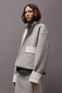 Visit our collections section to find out more about Victoria, Victoria Beckham UK. Visit Victoria Beckham UK to find out more today. Fashion Week, Fashion 2017, Fashion Show, Warm Fall Outfits, Victoria Beckham News, Minimalist Fashion Women, Mode Chic, Models, Autumn Winter Fashion