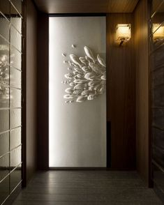 Andaz Tokyo: The City's Hottest View Intricate washi paper artworks by Tetsuya Nagata adorn each elevator at Andaz Tokyo – Photo: Courtesy of Andaz Tokyo Design Hotel, House Design, Ceiling Texture Types, Panneau Mural 3d, Flur Design, Interior And Exterior, Interior Design, Paper Artwork, Wall Treatments