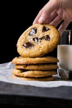 Gluten Free, Low Carb & Keto Flourless Peanut Butter Chocolate Chunk Cookies #keto #ketodesserts #lowcarb #glutenfree #healthyrecipes #cookies #peanutbutter