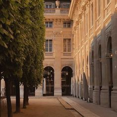 City Aesthetic, Travel Aesthetic, Beige Aesthetic, Le Palais, Palais Royal, Northern Italy, Aesthetic Pictures, Belle Photo, Pretty Pictures