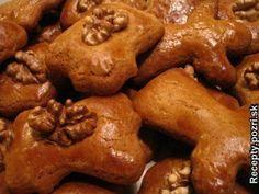 Mäkké vianočné medovníky - Vymiešame vajcia s cukrom a zmäknutým maslom, pridáme ostatné suroviny a vypracujeme cesto. Cesto je dobré následne... Recepty pre každodennú kuchyňu s fotografiami. Russian Recipes, Chicken Wings, Christmas Cookies, Nutella, Yummy Food, Cooking, Basket, Xmas Cookies, Kitchen