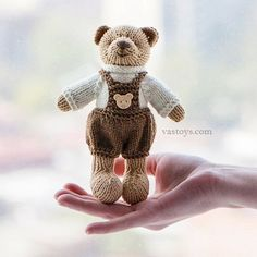 No photo description available. Knitted Doll Patterns, Knitted Dolls, Little Cotton Rabbits, Original Design, Knitted Animals, Bunny Toys, Knit Or Crochet, Brown Bear, Handicraft