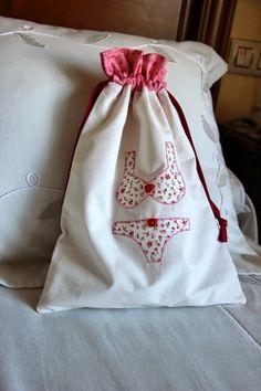 Lucilú diy: BOLSITA PARA ROPA INTERIOR PARA CHICA CON FORRO (Underwear bag with lining) http://www.luciludiy.blogspot.com.es/2013/10/bolsita-para-ropa-interior-para-chica.html#more