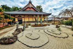 Bild könnte enthalten: Himmel und im Freien Zen Rock Garden, Gazebo, Temple, Hiking, Outdoor Structures, House Styles, Instagram, Outdoor, Heavens
