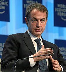 José Luis Rodríguez Zapatero, obtuvo la licenciatura en 1982, Después de licenciarse, fue contratado como ayudante de Derecho Constitucional en la misma Universidad (1983–1986). En 1986 pasó a la política profesional.