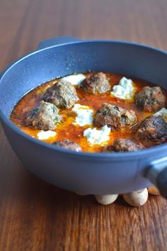 "Simple, comme des boulettes d'épinards et de tomates - ""Great food is like great sex. The more you have the more you want"" -Gael Greene - Epinard Meat Recipes, Dinner Recipes, Healthy Recipes, Healthy Food, Cooking Recipes, Bolognese, Quinoa, Middle East Food, Confort Food"
