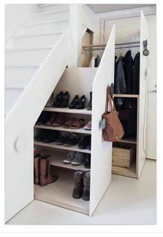 Raum unter Treppe seitlich nutzbar machen