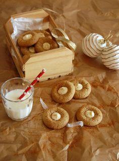 White chocolate ginger buttons / Biscoitinhos de gengibre com chocolate branco by Patricia Scarpin, via Flickr