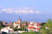 The village of Bages with Mount Canigou in the background. Bages is 2 km from a lovely lake at Villeneuve de la Raho, 10 km from the Mediterranean coast, 15 km from Perpignan, 20 km from Spain and 80 km from the ski resorts in the Pyrenees.