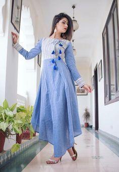 Beautiful Hand loom linen Kurti with latkan detailing. Kurta Designs Women, Salwar Designs, Kurti Patterns, Dress Patterns, Simple Dresses, Casual Dresses, Kurti Styles, Kurti Designs Party Wear, Dress Neck Designs