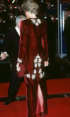 "February 7, 1990: Princess Diana at the Premiere of the film ""Steel Magnolias"" at the Odeon, Leicester Square, London in aid of The Princes' Trust Charity."
