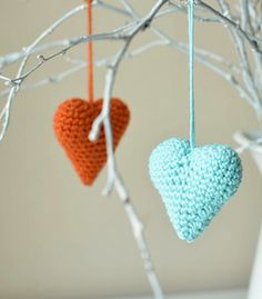 Can small crocheted hearts be enough? I bet they can't! Hearts can be used in so many ways. You can use them as hanging decorations and not only on Valentine's Day. You can also attach them to clothes, bags. You can even make wonderful gift wraps with them. And they are so easy and fast to make.