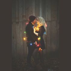 New Photography Props Winter Engagement Photos 59 Ideas Winter Couple Pictures, Winter Family Photos, Xmas Pictures, Couple Photos, Christmas Lights Photoshoot, Photoshoot Lights, Photography Christmas Lights, Christmas Photography Couples, Christmas Lights Quotes
