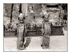Two young Balinese dancer with Gamelan orchestra. Date and photographer unknown Temple Bali, Photo Timeline, Balinese, Borneo, Vintage Pictures, Old Photos, Illusions, Dancer, Asia