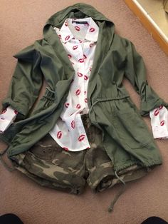 Sexy Outfit Bundle•  Kissed Shirt • Green Parka With Hood • Camouflage Shorts    eBay