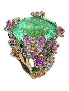 Dior x Victoire de Castellane Hermes Jewelry, Dior Jewelry, Bling Jewelry, Jewelry Art, Jewelry Rings, Vintage Jewelry, Jewelry Accessories, Fashion Jewelry, Unique Jewelry