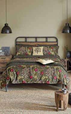 A perfect country cottage design, this William Morris Seaweed bedding collection in the dark black colourway is the ultimate in cosy, comfortable, luxury styling.