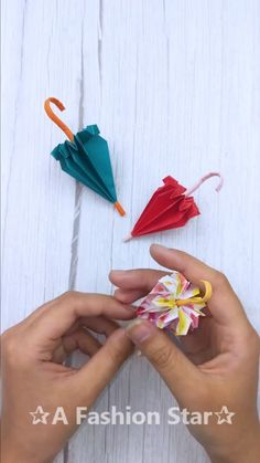 Easy Paper Origami - Cute & Easy Origami DIY - Origami for Beginners Hello Everyone! In this video I will teach you to make Easy Paper Origami. Instruções Origami, Origami Butterfly, Paper Crafts Origami, Paper Crafts For Kids, Diy Arts And Crafts, Creative Crafts, Diy Paper, Origami Videos, Oragami