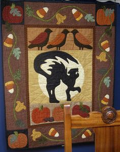 Happy Hauntings by Karen Marchetti at Creative Longarm Quilting. Design by Verna Mosquera at The Vintage Spool - Halloween Quilts Longarm Quilting, Quilting Projects, Quilting Designs, Quilting Tips, Applique Designs, Sewing Projects, Halloween Quilt Patterns, Halloween Quilts, Halloween Pillows