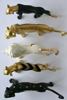 DIY – Painted Plastic Animals – Spray Paint + Gold Metallic Pen – Full Tutorial – Best Baby And Baby Toys Diy Projects To Try, Craft Projects, Diy And Crafts, Arts And Crafts, Wooden Crafts, Easy Crafts, Painting Plastic, Spray Painting, Painting Art