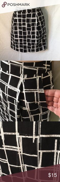 Gap black white cotton summer skirt size 0 NWOT Darling black-and-white skirt by Gap 100% cotton Zips up the back Nicely lined Waist 30 inches Overall length 18 inches Cute pockets Check my other items I love To bundle GAP Skirts Mini