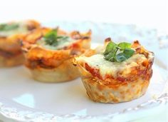 Lasagna Cupcakes  1 cup marinara sauce  3/4 pound ground beef  12 wonton wrappers  8 ounces shredded mozzarella  3 ounces Parmesan cheese  4 ounces Ricotta cheese  (optional) basil for garnish