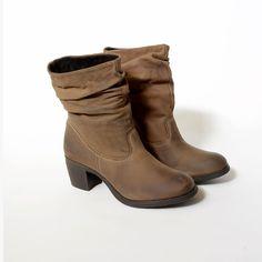 cc8188d69 Botas de mujer con la caña fruncida en color marrón y tacón medio by Limone  Sul
