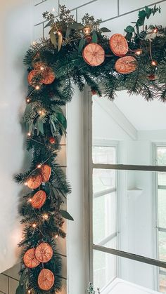Christmas Garland, Tree and Other Holiday Décor in our Bungalow - Blushing Bungalow Natural Christmas, Noel Christmas, Merry Little Christmas, All Things Christmas, Winter Christmas, Christmas Crafts, Hygge Christmas, Minimal Christmas, Simple Christmas