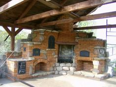 Outdoor kitchen with oven, pizza oven, BBQ,  and traditional stove. Gyönyörű…