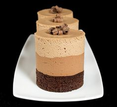 Chocolate Mousse Cakes Triple Chocolate Mousse Cake, Dark Chocolate Cakes, Chocolate Lovers, Chocolate Recipes, Choc Mousse, Chocolate Heaven, Mini Mousse, Mini Chocolate Desserts, Coffee Mousse