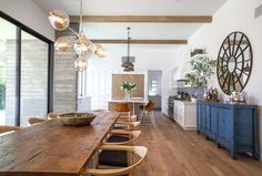 I am not sure how Los Angeles based interior designer Bryan Wark managed to mix mid-century and...