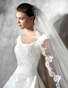 Zamar princess dress, in lace