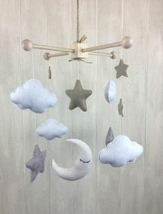 ▷ creative ideas on how to make a mobile yourself- ▷ kreative Ideen, wie Sie ein Mobile selber basteln Mobile themselves make clouds and stars out of plush and cotton wool - Baby Nursery Diy, Baby Room Decor, Diy Baby, Baby Rooms, Boy Mobile, Make A Mobile, Mobiles, Baby Zimmer, Diy Crafts To Do