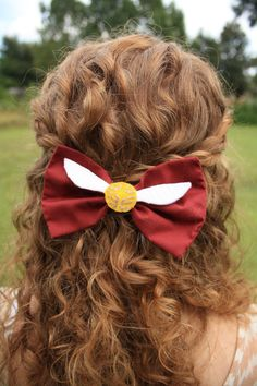 Whats better than showing your love of your favorite franchise? Nothing! This golden snitch hair bow is perfect for Harry Potter fans of all
