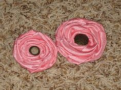 Another fabric flower tutorial. These look really easy and really inexpensive! Flat Rolled Rosettes – No Sew Baby!