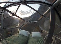 El curioso hotel llamado Skylodge Adventure Suites de Natura Vive está colgado en una montaña a más de 400 metros de altura alrededor del Valle Sagrado en Perú. Además de vivir una experiencia única, los huéspedes podrán disfrutar de las vistas más increíbles del mundo. Mundo