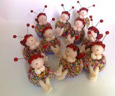 Brigadeiro colorido de biscuit Joaninha p/ Mirene *Ü* by Sonho Doce Biscuit *Vania.Luzz*, via Flickr