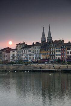 Town view of Quai Lamartine n Saone River at Sunset in Macon, Maconnais Area, Burgundy region, Saone-et-Loire_ France