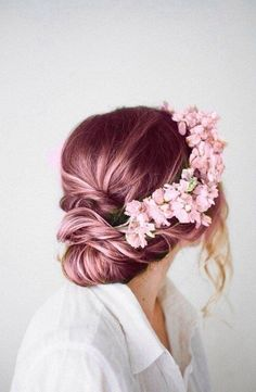 Why not match your flowers to your hair? It works beautifully for this bride.  Photo | Pinterest
