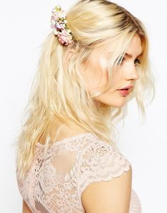 ASOS | ASOS - Peigne à cheveux orné de fleurs en papier chez ASOS